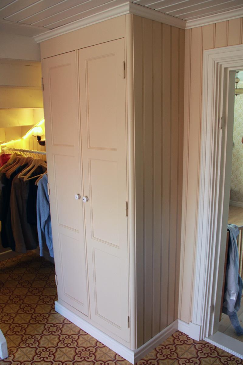 Platsbyggd garderob Snickeribyrån